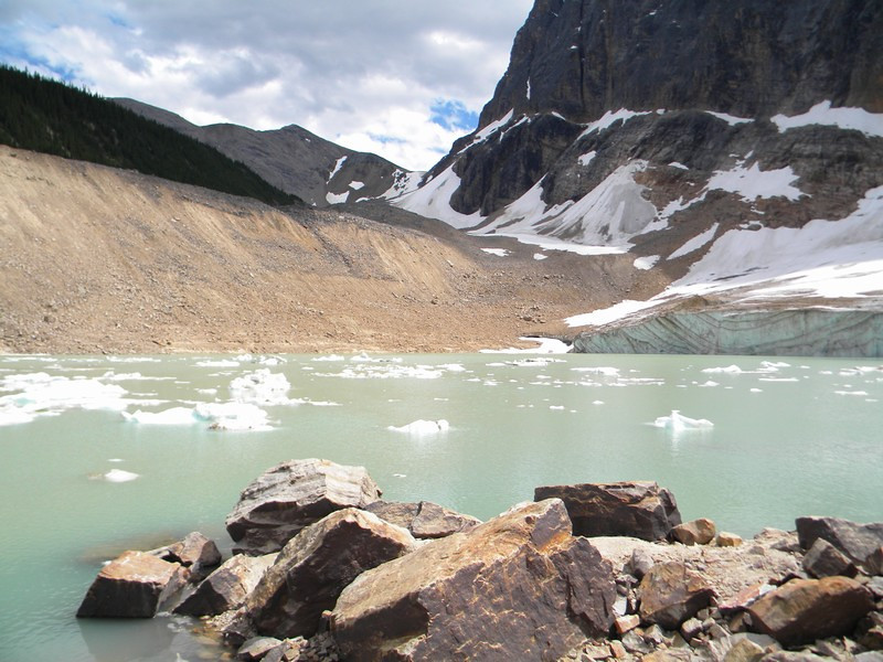 Mount Edith Cavell, Angel Glacier