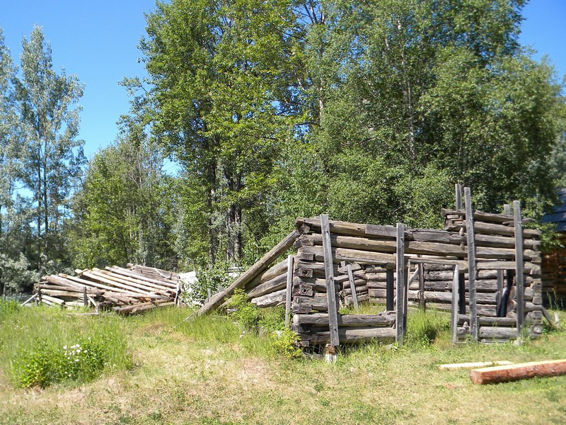 Quesnel Forks, old goldminers village, cemetery